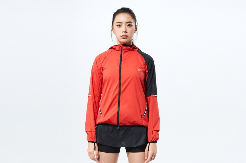 ZERO-FRICTION WINDBREAKER / WOMEN